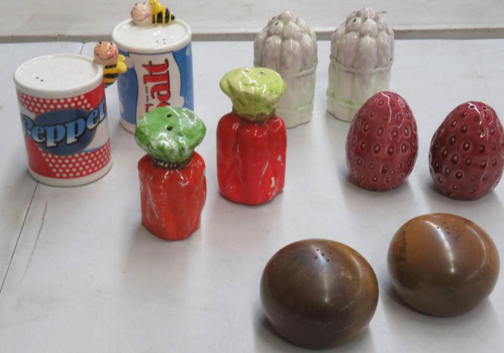 5- Sets Vintage Salt & Pepper Shakers