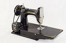 Singer featherweight sewing machine 221-1