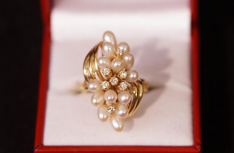 14kt Gold Pearl & diamond cluster ring