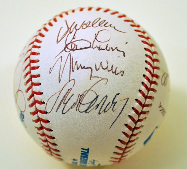 Snider Branca signed baseball plus signatures of team mates
