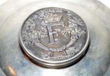 Lot 41: Sterling antique box/coin