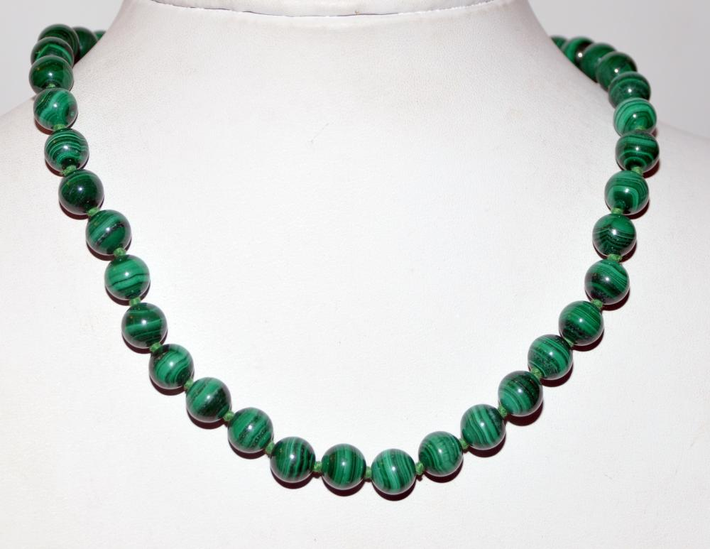 Malachite beads knotted  10 mm