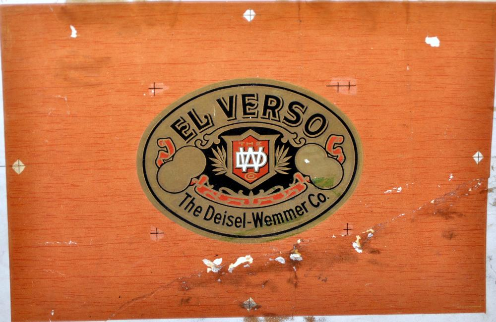 Progressive proof cigar box cover