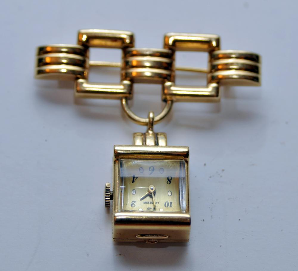 Lot 128: Lusserna gold vintage lapel watch