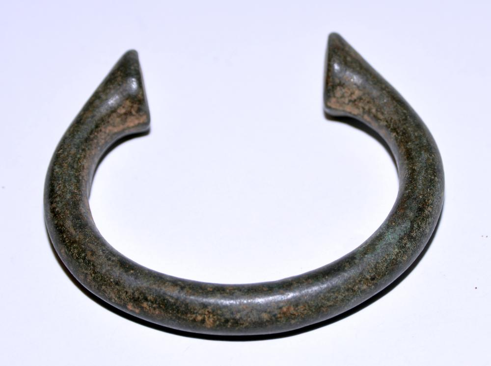 Lot 132: Manil slave bracelet metal