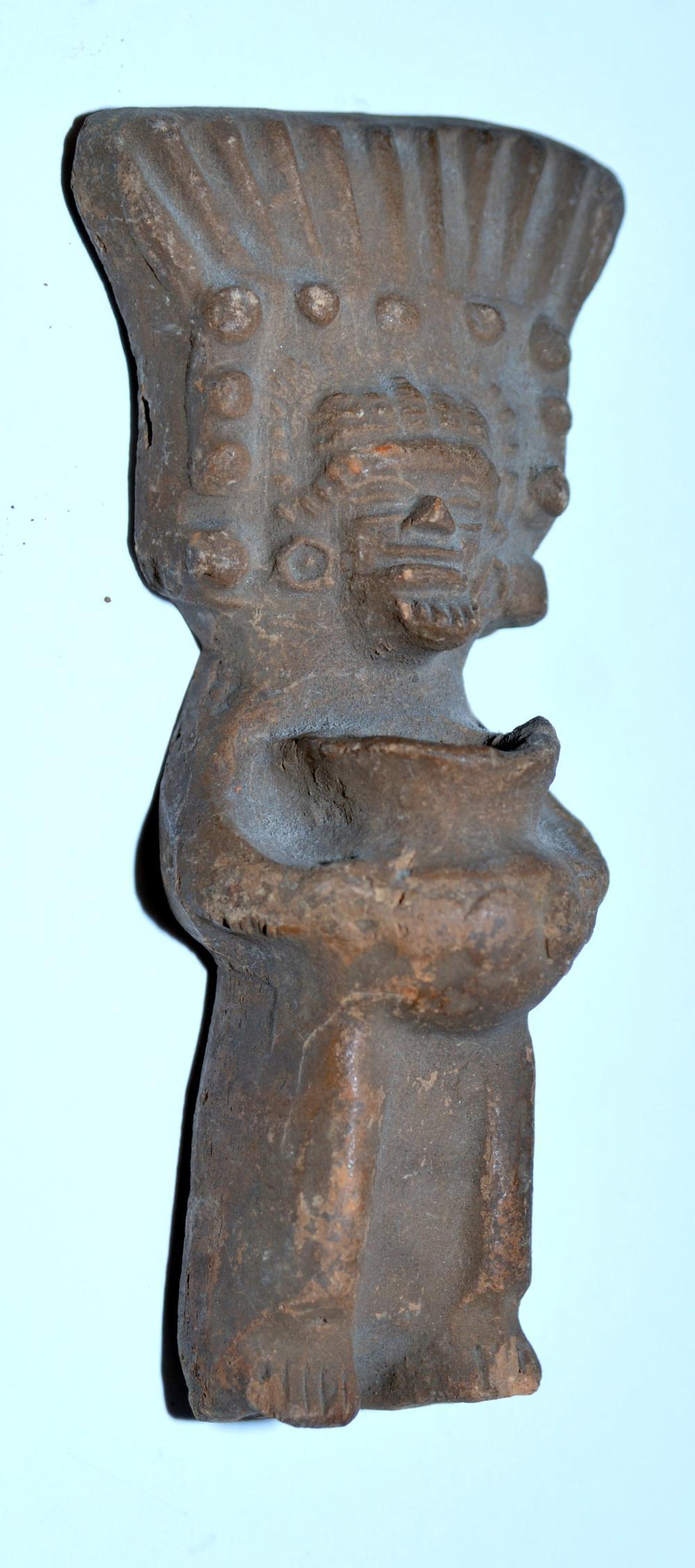 Pre Columbian statue priest -vessel