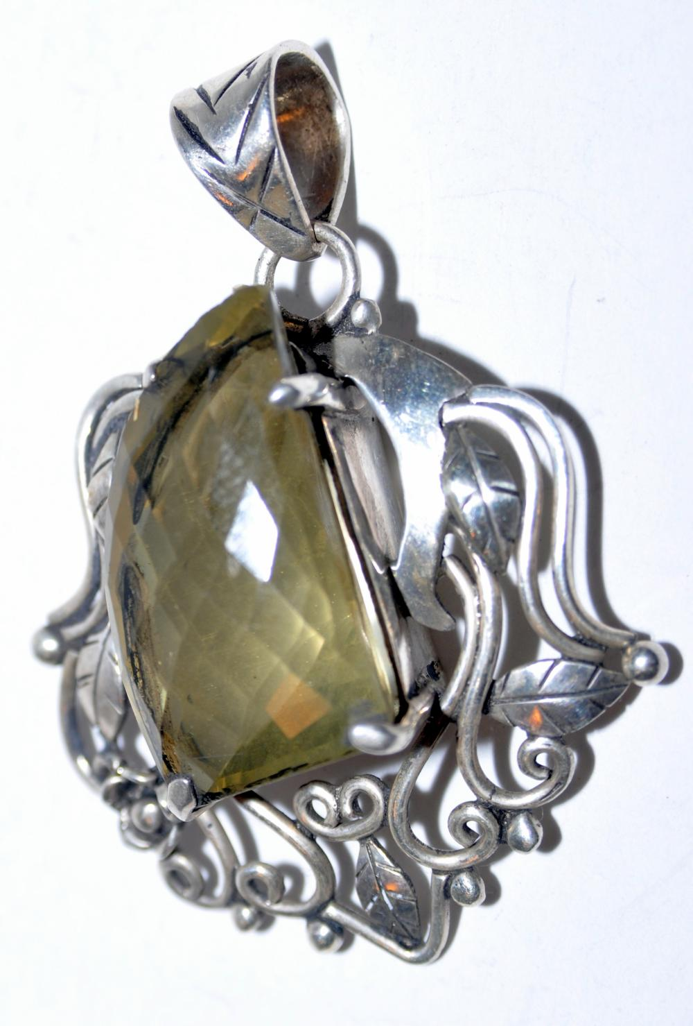 Lot 215: Citrine faceted stone pendant