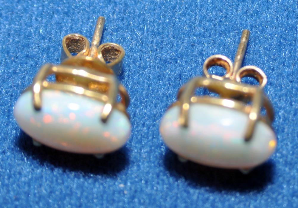Lot 320: Opal earrings 14k vintage