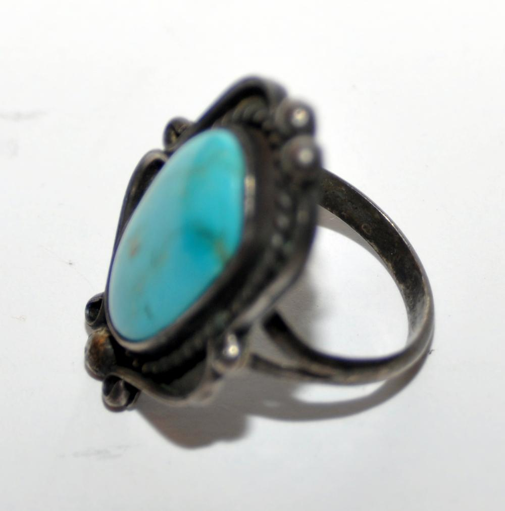 Lot 327: Vintage turquoise ring Southwestern sterling