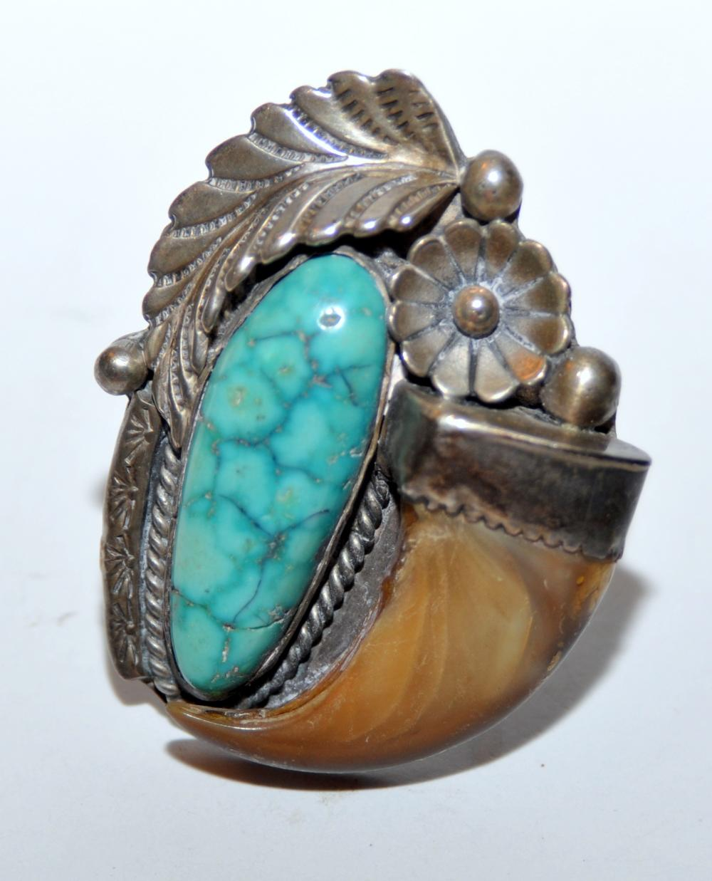 Sterling vintage turquoise bear claw ring