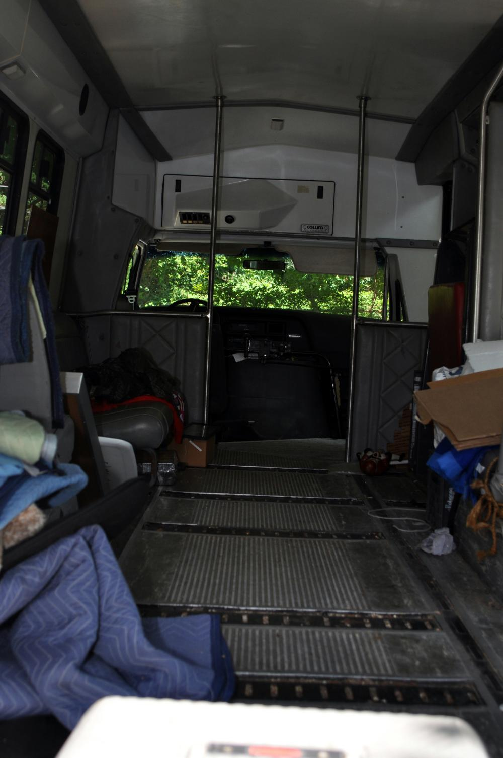 Lot 349: Bus Ford 1991 senior citizen bus