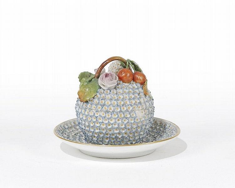 Piccola zuccheriera con piattino in porcellana