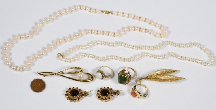 8 Items of Jewelry