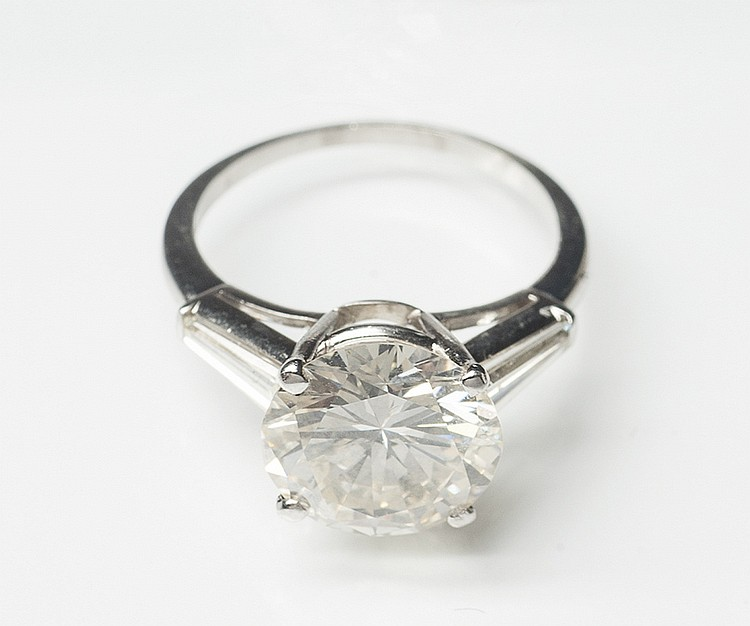 A PLATINUM AND DIAMOND RING