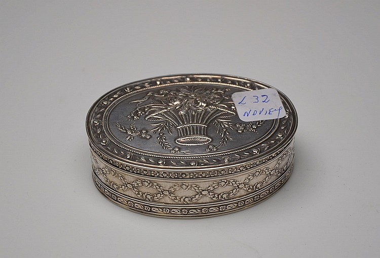 A FRENCH SILVER JEWELRY BOX