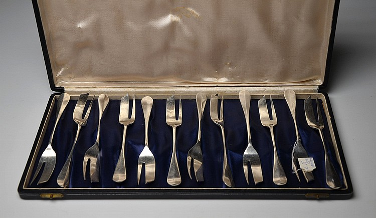 A SET OF TWELVE ELKINGTON METAL FORKS