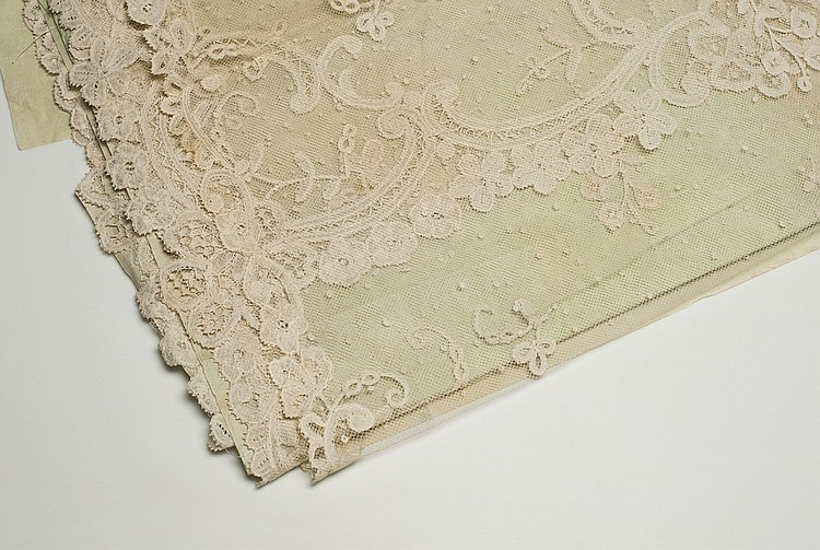 A FRENCH VALENCIENNES LACE