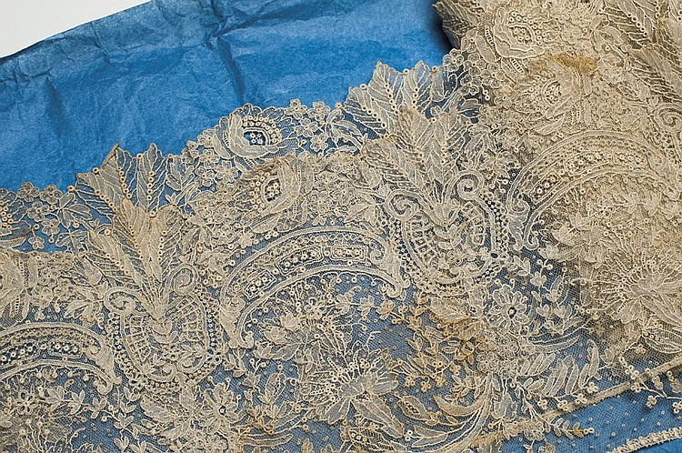 A FRENCH VALENCIENNES LACE BORDER
