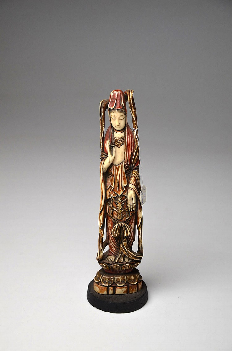 AN ORIENTAL CARVED IVORY FIGURE