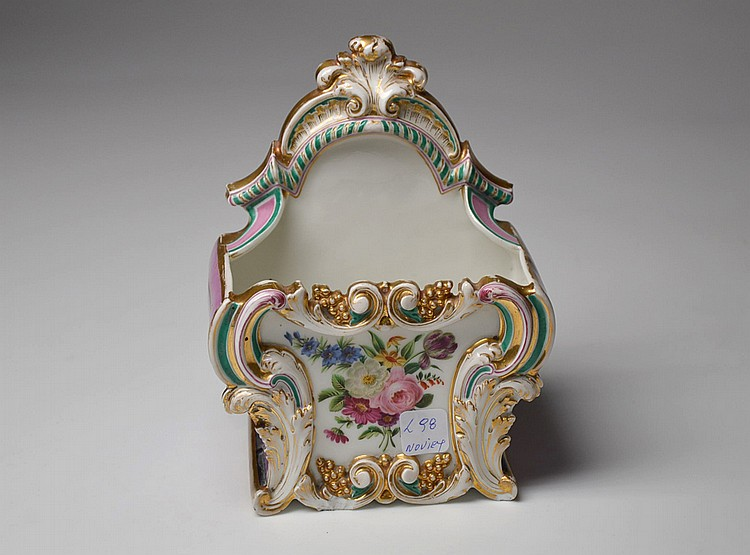 A FRENCH PORCELAIN JARDINIERE