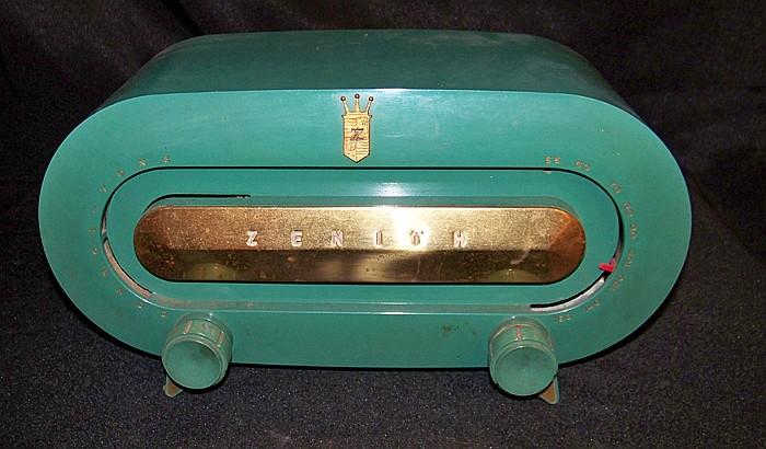 1953 Zenith Model H511F Radio