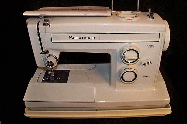 Kenmore Model 1947 ZigZag Sewing Machine in Case