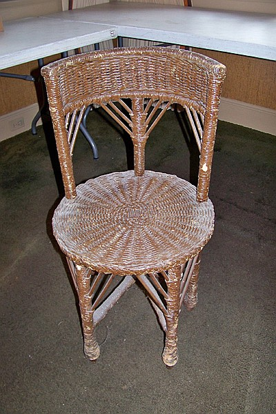 Wicker Chair with Round Seat