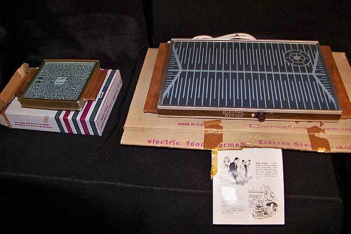 2 Electric Warming Plates/ Server