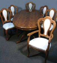 VERY FINE HAND CARVED ITALIAN DINING ROOM TABLE WITH 6 CHAIRS