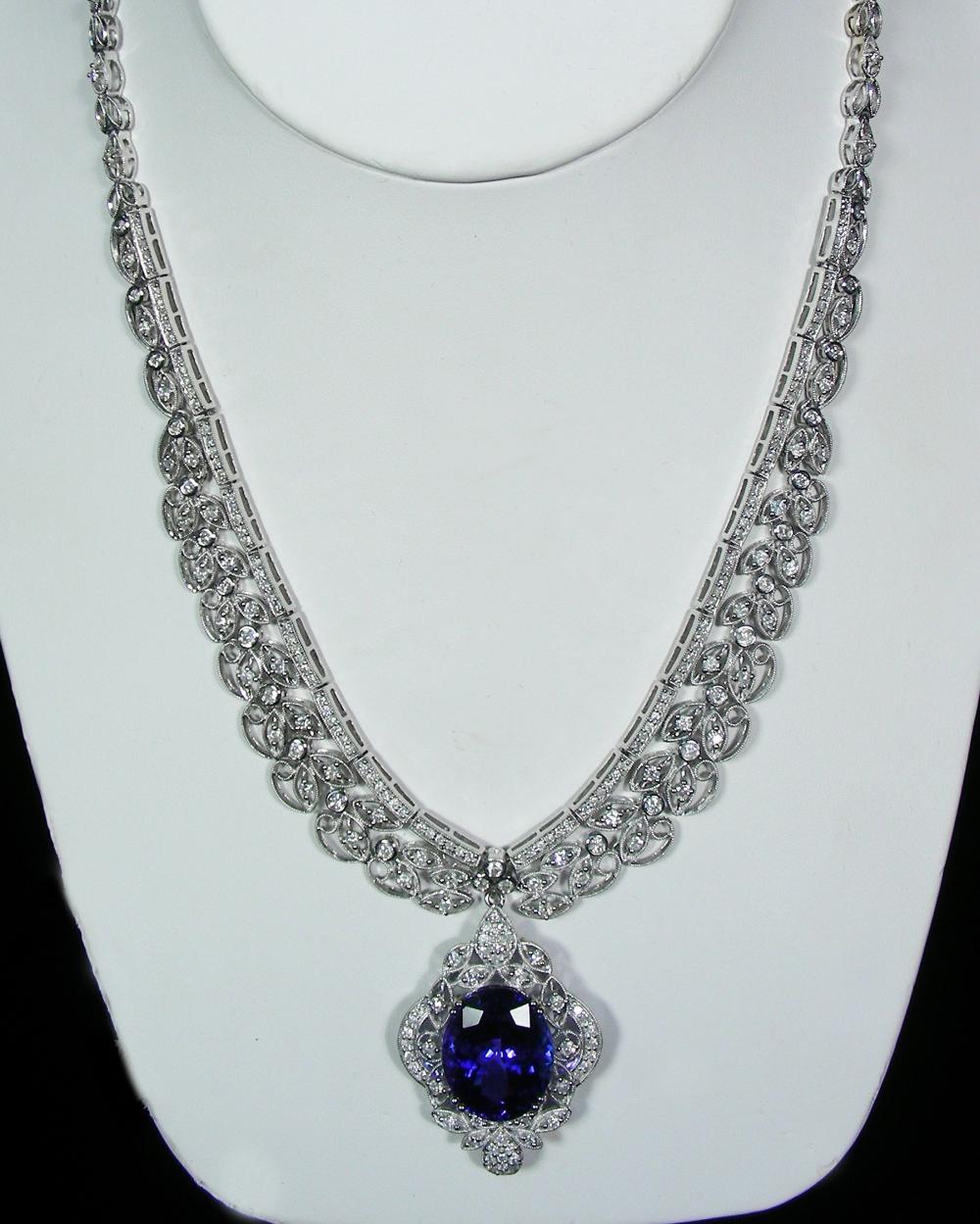 LADIES 18K WHITE GOLD, TANZANITE & DIAMOND NECKLACE