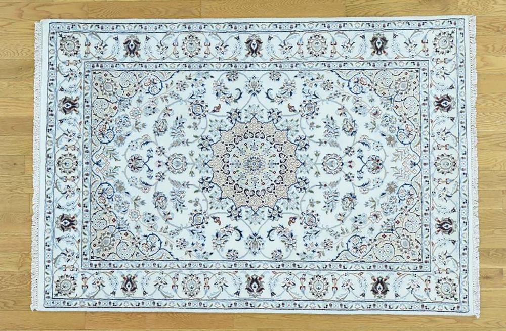 HAND KNOTTED NAIN AREA RUG