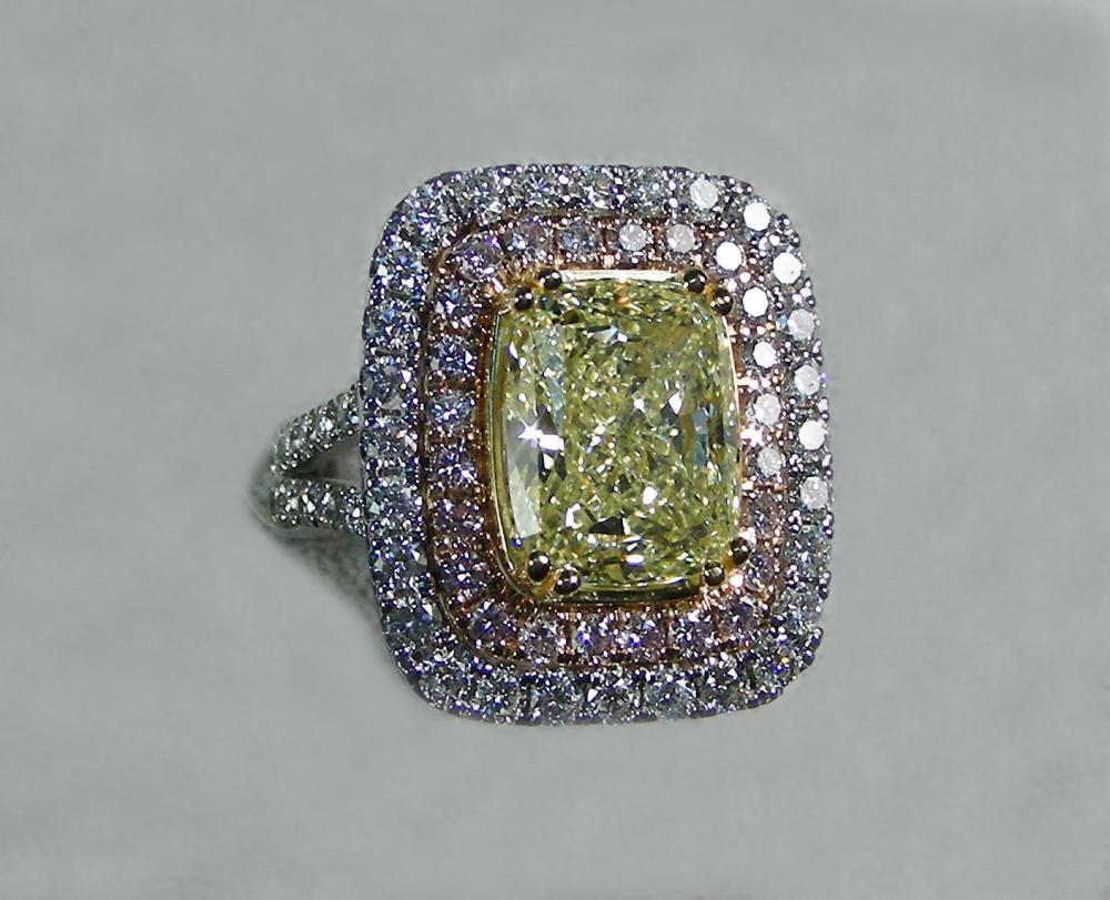 OUTSTANDING LADIES 18K W & Y GOLD, FANCY YELLOW DIAMOND, PINK DIMAOND & WHITE DIAMOND RING