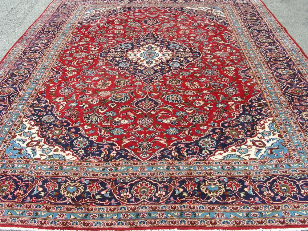 VERY FINE HAND KNOTTED PERSIAN KASHAN AREA RUG