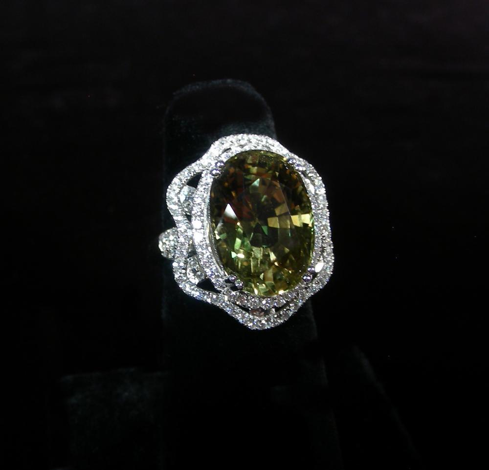 RARE LADIES PLATINUM ALEXANDRITE & DIAMOND RING
