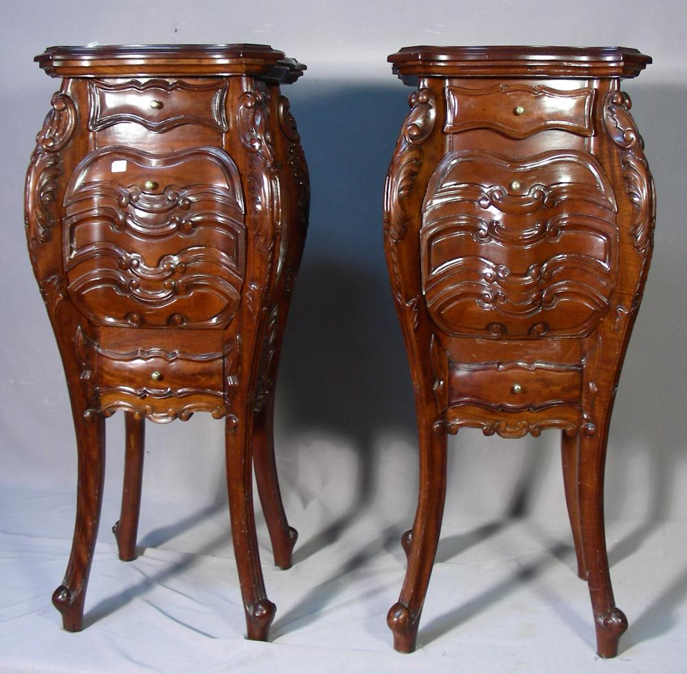 PAIR FINE HAND CARVED MAHOGANY NIGHT STANDS/SIDE TABLES
