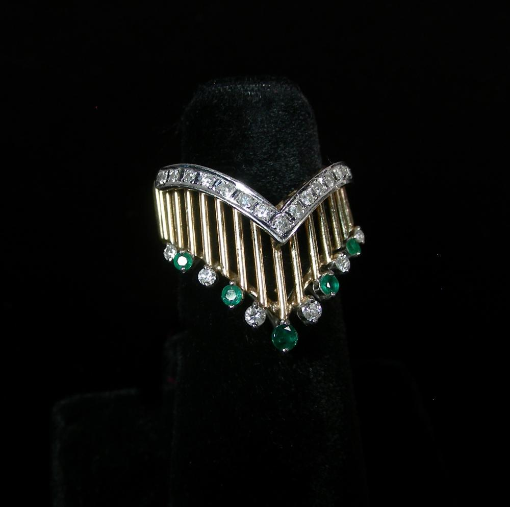 LADIES 14K YELLOW GOLD, EMERALD & DIAMOND RING