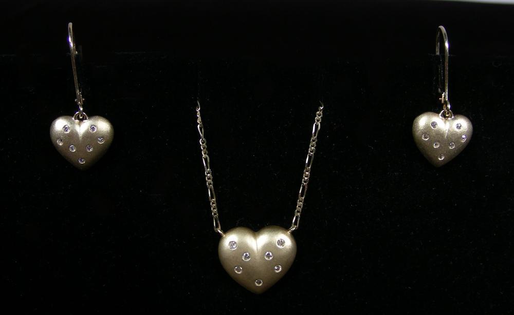 LADIES 14K YELLOW GOLD & DIAMOND NECKLACE & EARRING SET