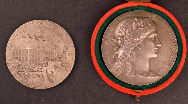 Pair of french silver medals for Chambre de commerce francaise a montreal