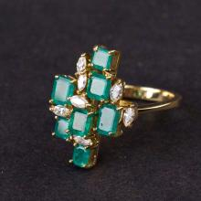 Ladies Ring  in Yellow 18K Gold with Emerald and Diamonds