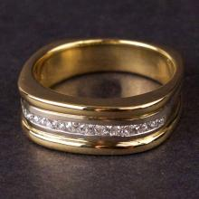 Men's Ring in Yellow 18K Gold with Diamonds