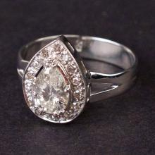 Vintage Ladies Ring in White 18K Gold with Diamonds