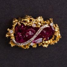 Ladies Brooch in Yellow 18K Gold with Ruby and Diamonds