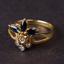 Ladies Ring in Yellow 18K Gold with Diamonds and Sapphires