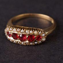 Vintage Ladies Ring in Yellow 14K Gold with Pearls and Synthetic Red Stones