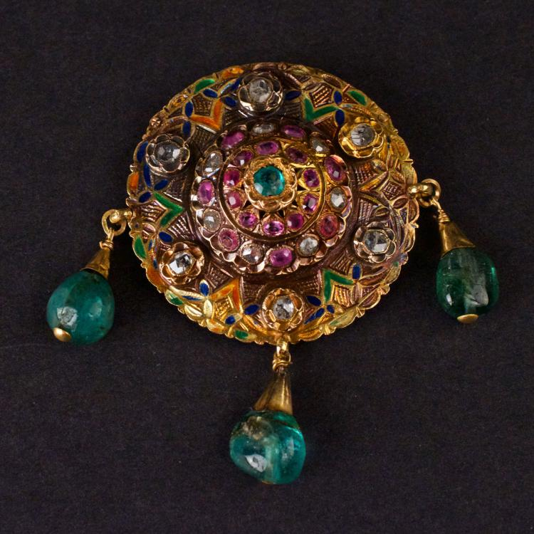 Vintage Brooch/Pendant in yellow 14K Gold, set with Diamonds, Sapphires and Emeralds