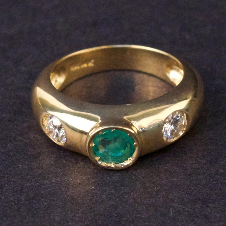 Ladies Ring in Yellow 14K Gold with Emerald and Diamonds