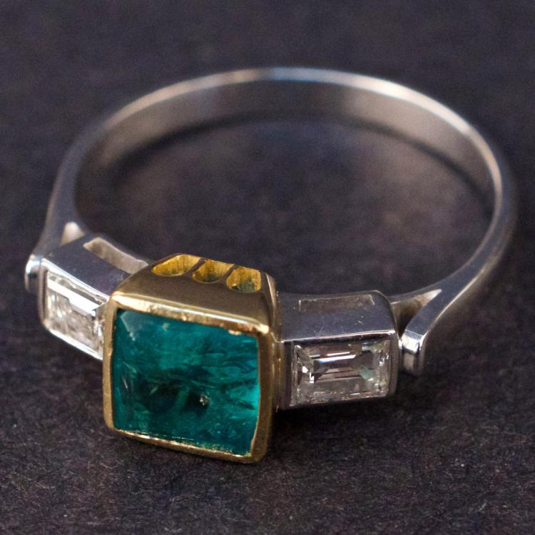 Ladies Ring in White and Yellow 14K Gold with Emerald and Diamonds