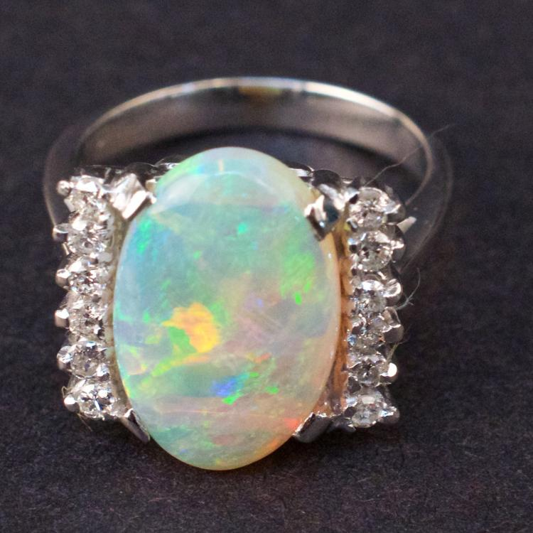Ladies Ring in White 14K Gold with Opal and Diamonds