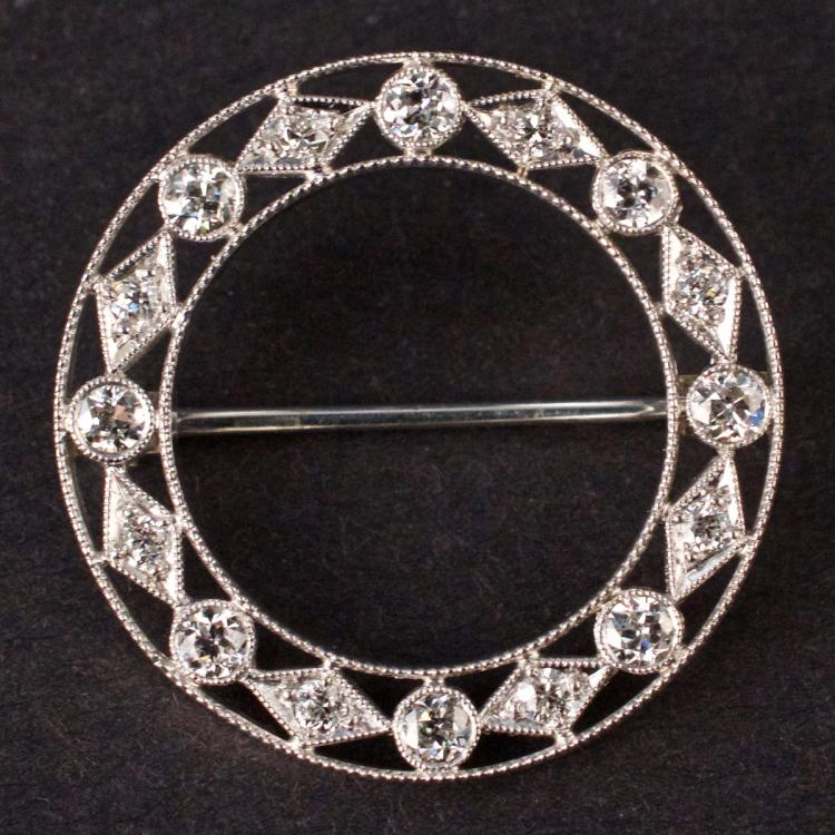 Vintage Brooch in White 18K Gold with Diamonds
