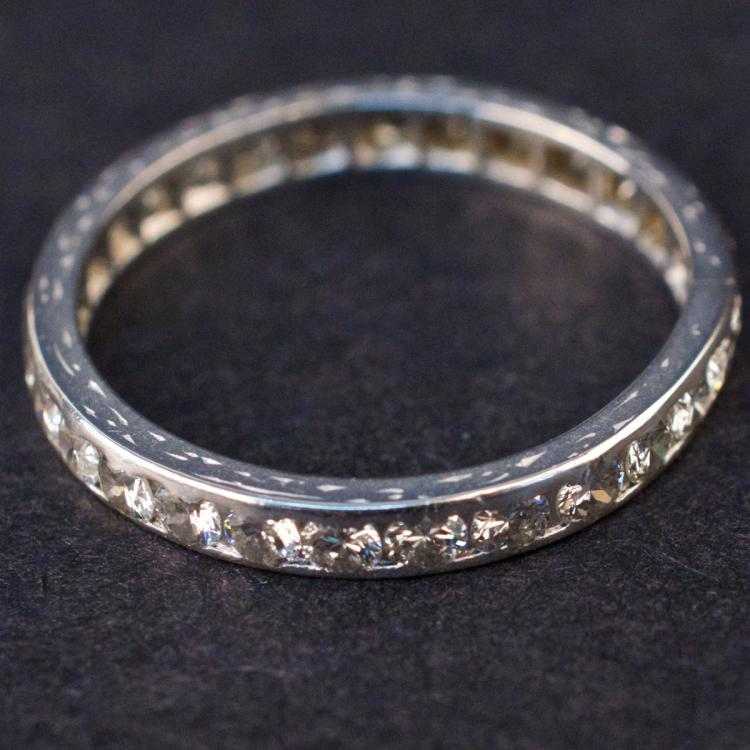 Ladies Eternity Ring in White 18K Gold with Diamonds